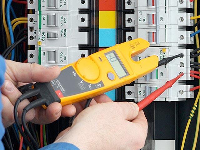 Tehnik-elektrik-v-Breste